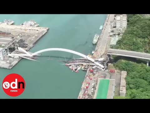 Shocking Bridge Collapse in Taiwan Caught on Camera