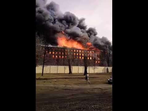 GRAN INCENDIO EN LA FÁBRICA DE NEVSKAYA DEJA UN BOMBERO FALLECIDO, RUSIA