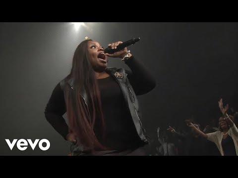 Tasha Cobbs Leonard - Put A Praise On It (feat. Kierra Sheard) (Live)