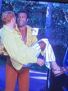 Fred Williamson Lifts Robert Moore