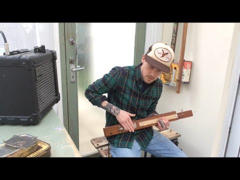 A string, a looper, a riff, some improv