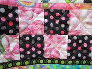 cross hatch quilting in checkerboard border