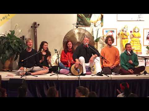 Tayatha Om Bekandze - by Bhajan Noam, Tobias and others