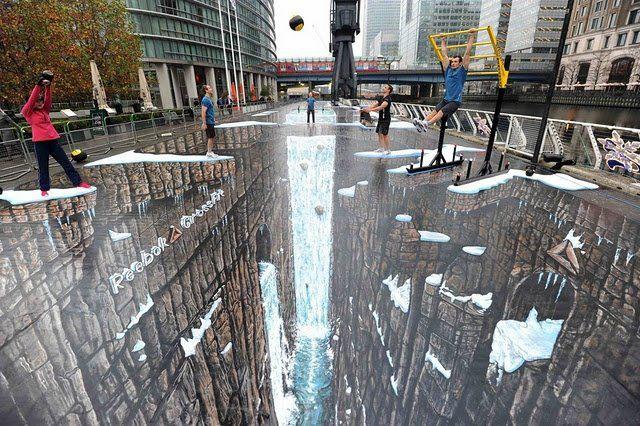 LARGE Achievement in London - 3D Painiting is World's Largest