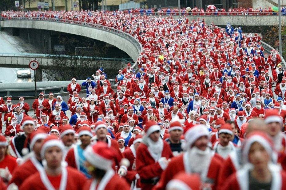 Santamania Marathon? - Or Nightmare on 34th Street?
