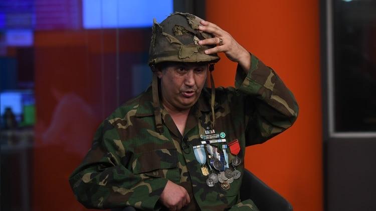 Luego de 37 años héroe argentino de la Guerra de Malvinas recuperó el casco que le salvó la vida