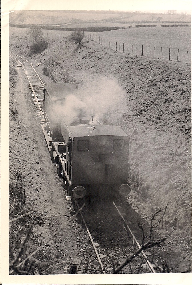 33.24 Apr 08 Blisworth No. 1 descends fro quarry to SMJ under Blisworth to Gayton road