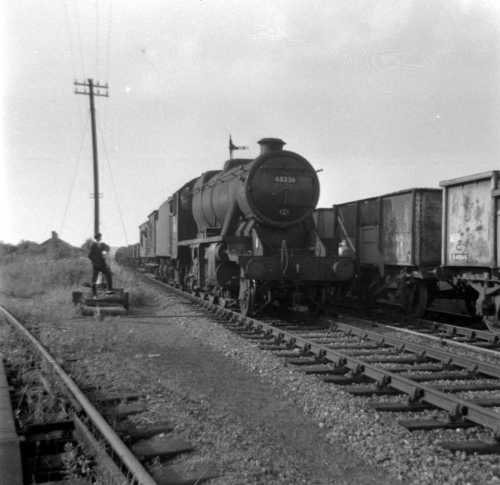 Stanier 8F 48336 with the SMJ track recovery train at Ravenstone Wood