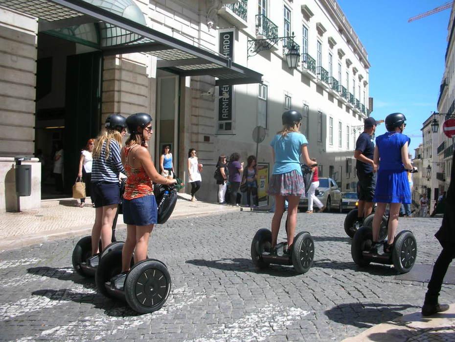 turistas exploram Lisboa