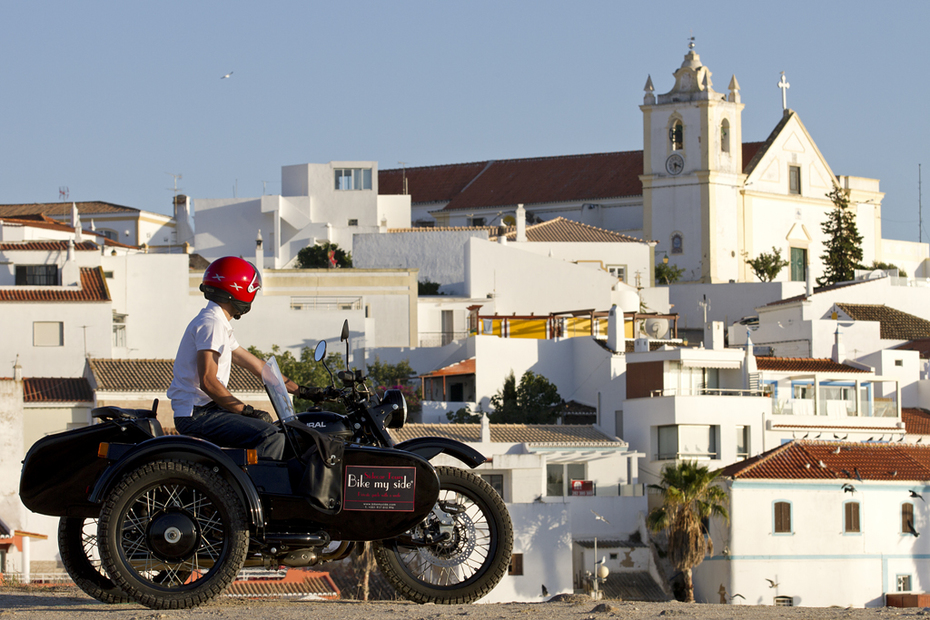 Vista de Ferragudo com a Bike my Side no Algarve