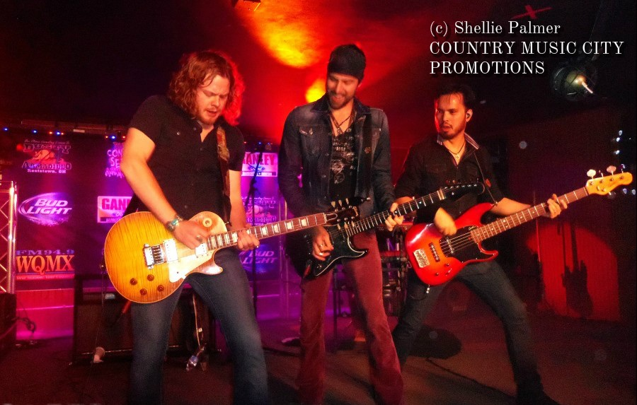 Casey James Live at Dusty Armadillo Winter Concert Series