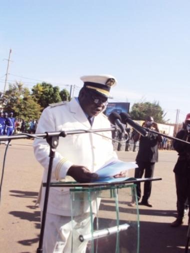 Le Gouverneur des Hauts-Bassins prononçant son allocution le 11 décembre 2012 à l'occasion de la cérémonie commémorative de la fête de l'indépendance à Bobo-Dioulasso.