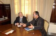 Ministro y Coordinador hablan en mesa trabajo_tcm7-188275