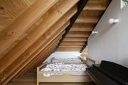 Moderní dům s prosklenou valbovou střechou 1