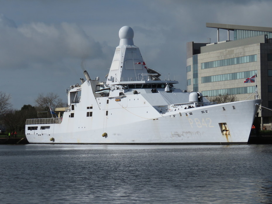 HNLMS FRIESLAND (P842)