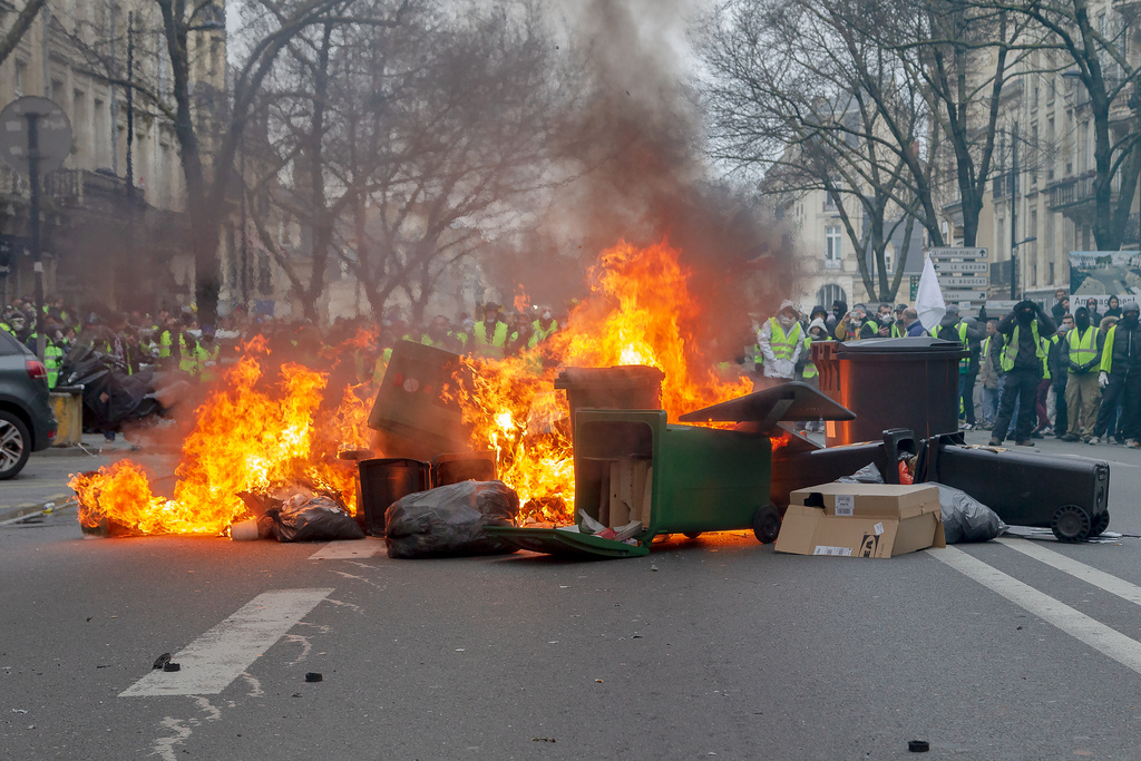 Reports of Vandalism, Rioting by Yellow Vest Protesters in Paris