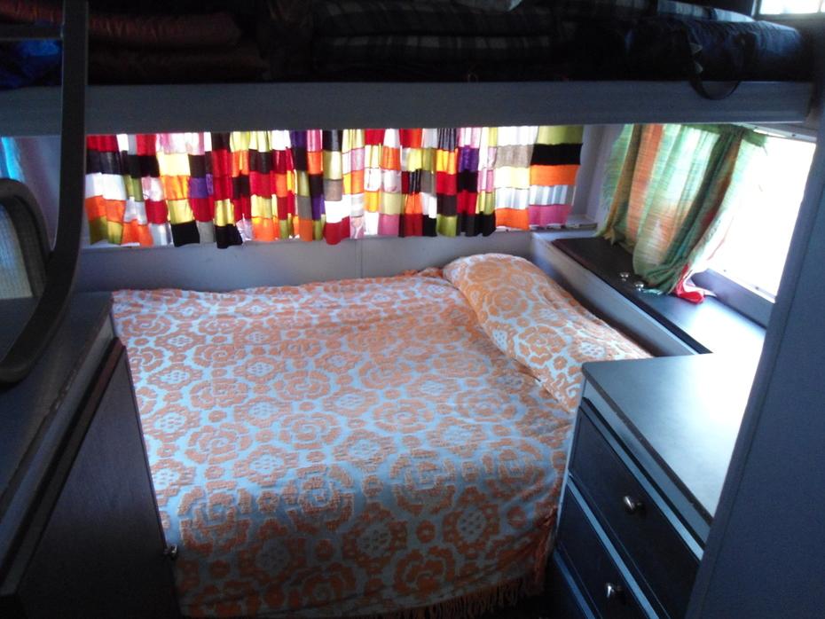rear bed below bunk