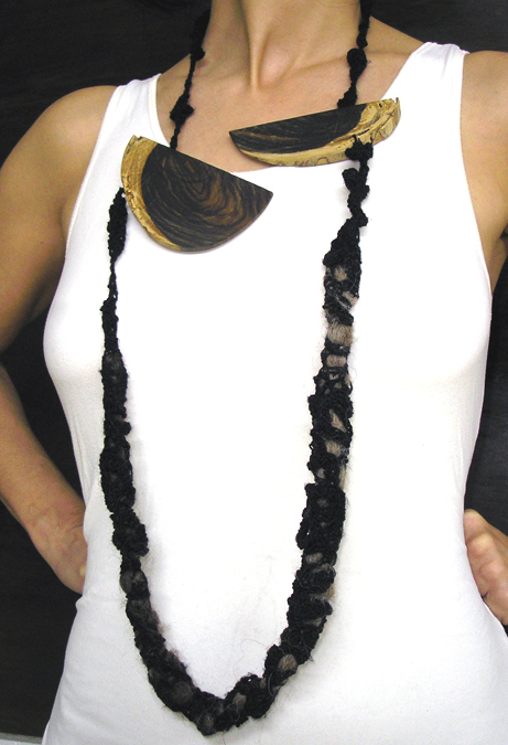 Wood and wool necklace 1