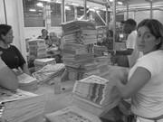 Invisibles - Periódico en la noche