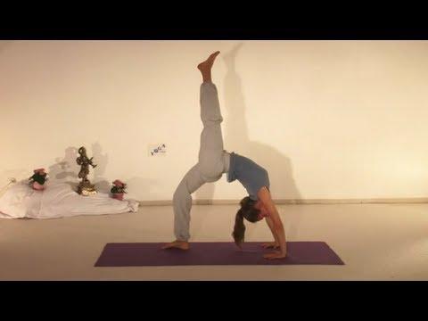 Advanced Yoga Demonstration of Chakrasana