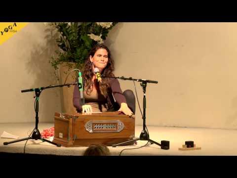 Mantra Chanting: Sachara Chara with Kavita
