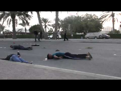Bahrain's army deliberately kills peaceful protesters with live rounds (Mirror)