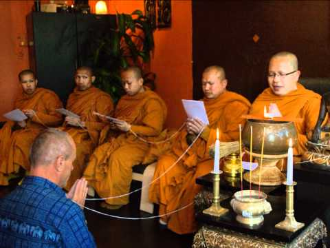 Moines thailandais chez Nuad Thaï Sabaï Paris