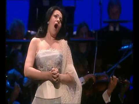 Angela Gheorghiu-Casta Diva..ah bello(Norma, Bellini);