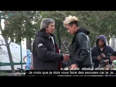 Il donne 100$ à un sans-abri puis décide de le suivre… Ce qu'il découvre est fantastique !