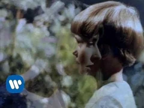 "ENYA - chanteuse irlandaise de New Age  ""Caribbean Blue"" (video)"