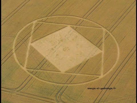 Vol au dessus des Crops circles (cercles de culture).
