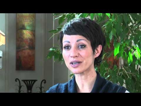 Le Pouvoir de l'Accueil - Renaître en un seul instant - Nassrine Reza par Debowska Productions