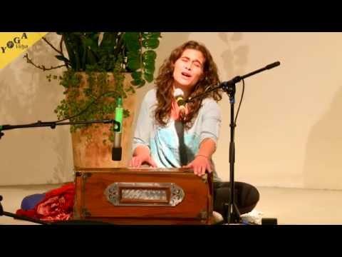 Mantra Video: Jaya Ma  chanted by Kavita