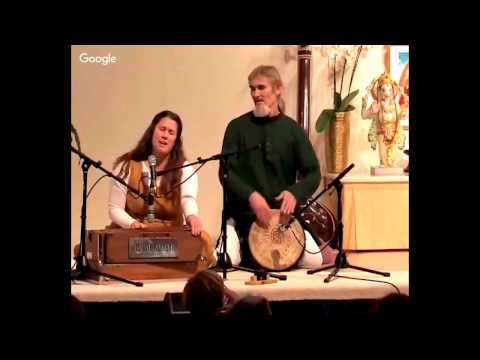 Tumi Bhaja Re Mana -  Mantra Chanting with Satyadevi and Bernado