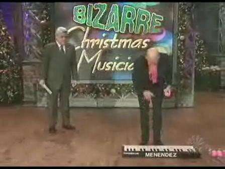 Bizarre Xmas Musicians [from www.metacafe.com]