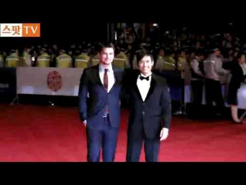 Lee Byunghun +Josh Hartnett at 14th PIFF 2009 Red Carpet