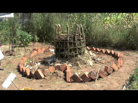 Keyhole Garden - How to make an African style raised bed
