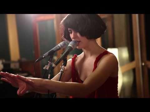 "Kimbra - ""Plain Gold Ring"" (Live at Sing Sing Studios)"