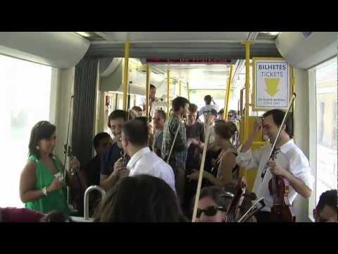 5.ª SINFONIA DE BEETHOVEN NUM ELÉTRICO DE LISBOA - Orquestra de Câmara Portuguesa