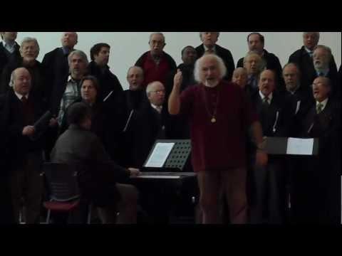 COIMBRA É UMA LIÇÃO - Maestro Virgílio Caseiro e Coro dos Antigos Orfeonistas de UC comunicando com o público