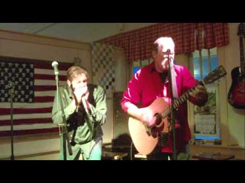"""Crowding 50 singing """"Dixon County Line"""" at the Fontanel"""