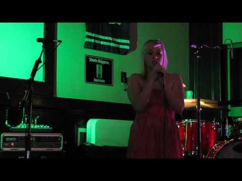 Christina Dant aka Chrisyd (live) cover of Skyfall with keyboard supprt