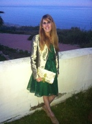 Green and gold night with Bea Conesa in a evening look and her prefer Blanco Riad Bag Arabic Chic Style