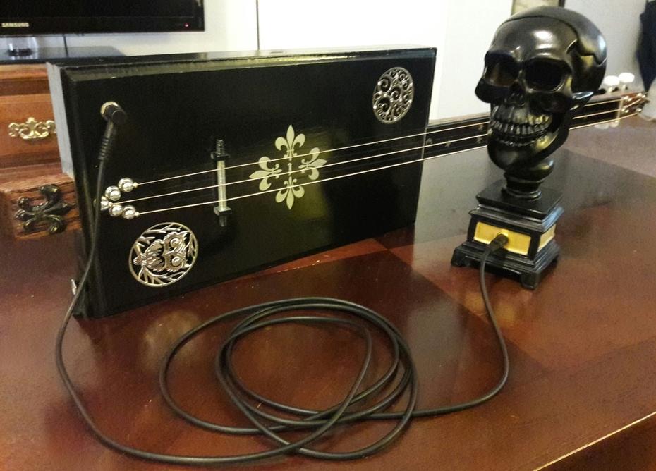 Midnight 3 string and skull amp
