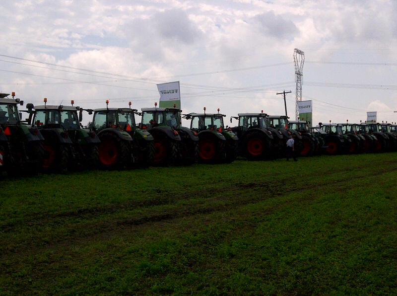 Farmers drove their tractors to Fendt Field Day.