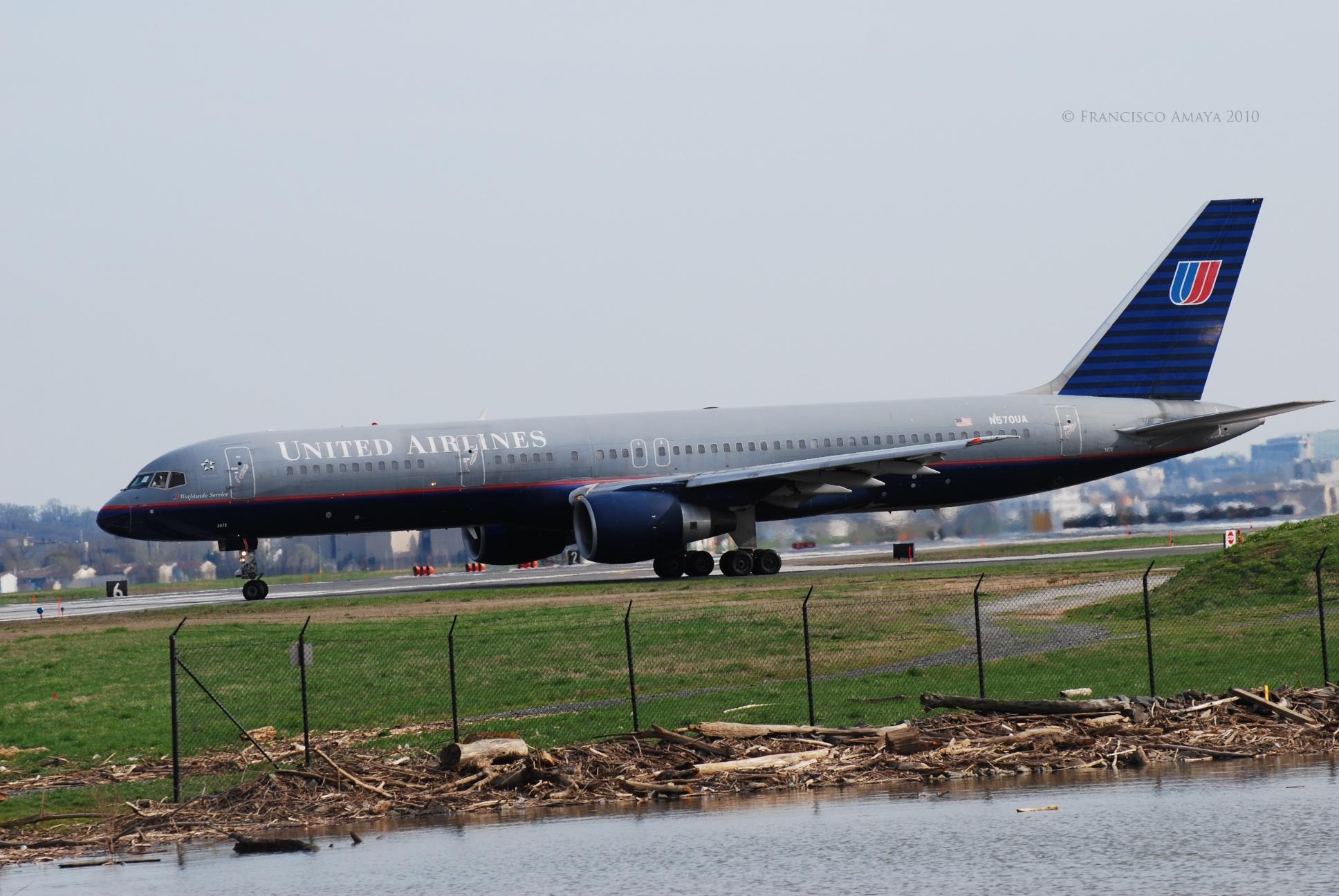 United Boeing 757-222 (N570UA)