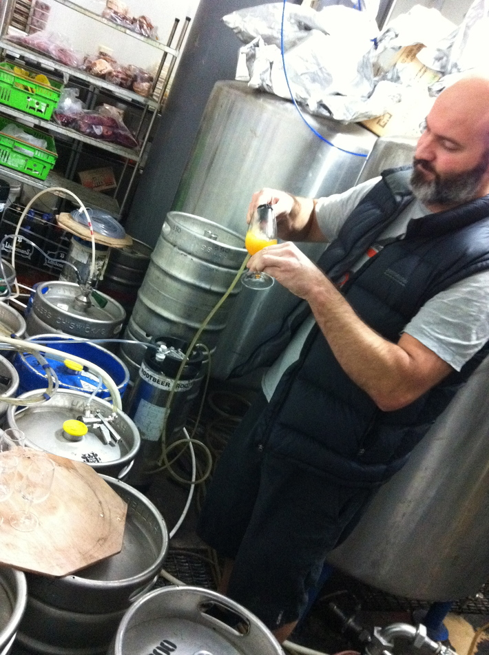 The Four Horsemen of the Hopocalypse - Steve pouring the first sample