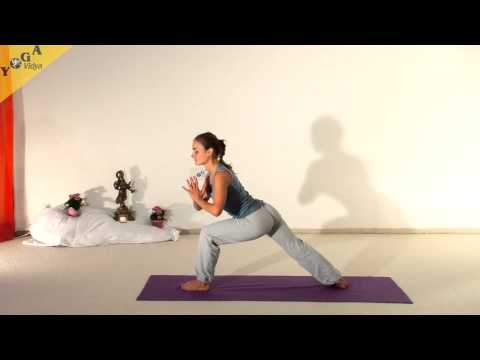 Yoga Video: Heldendreieck Variation mit hinterer Ferse zum Boden