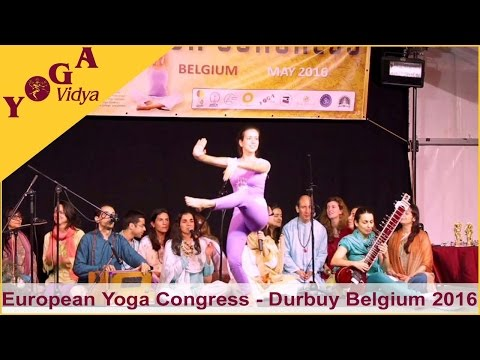 Yoga Demonstration von der Portugiesischen Yoga Confederation beim European Yoga Congress 2016 in Durbuy