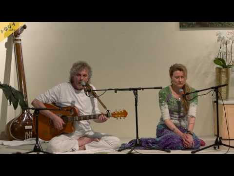 Serve Love Give Purify Meditate Realize - Mantrasingen mit Harry und Birgit